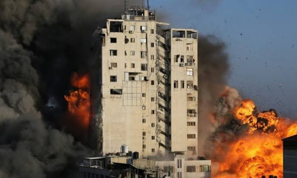 Palestinian militants in Gaza fire dozens of rockets at Israel after its air strikes killed top commanders