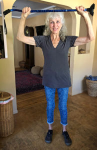 Lora standing without a cane 3 weeks after hip replacement