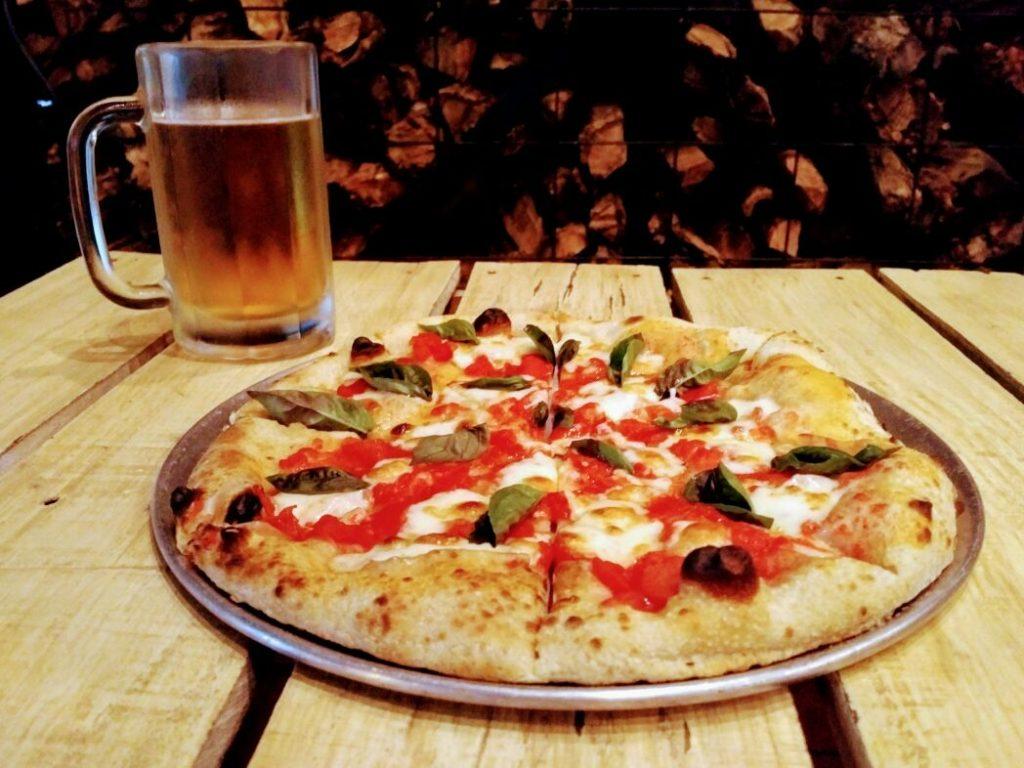 Pizza y Cerveza en Leña y Fuego