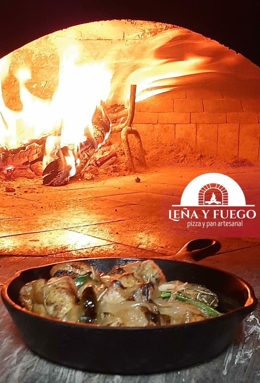 Alitas Leña y Fuego en sarten frente al horno