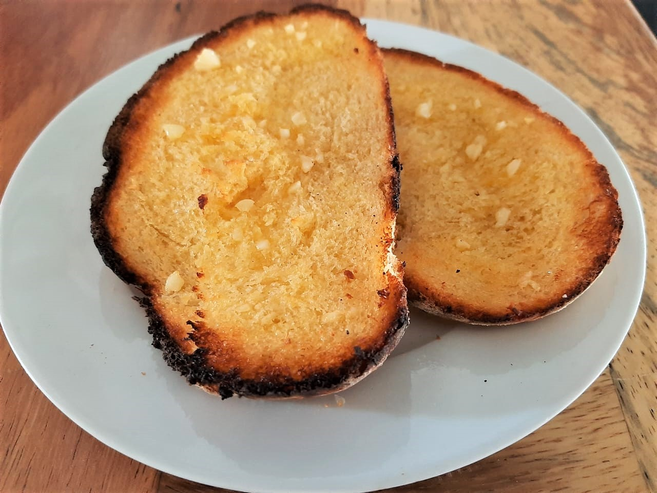 Pan Sourdough con mantequilla y ajo