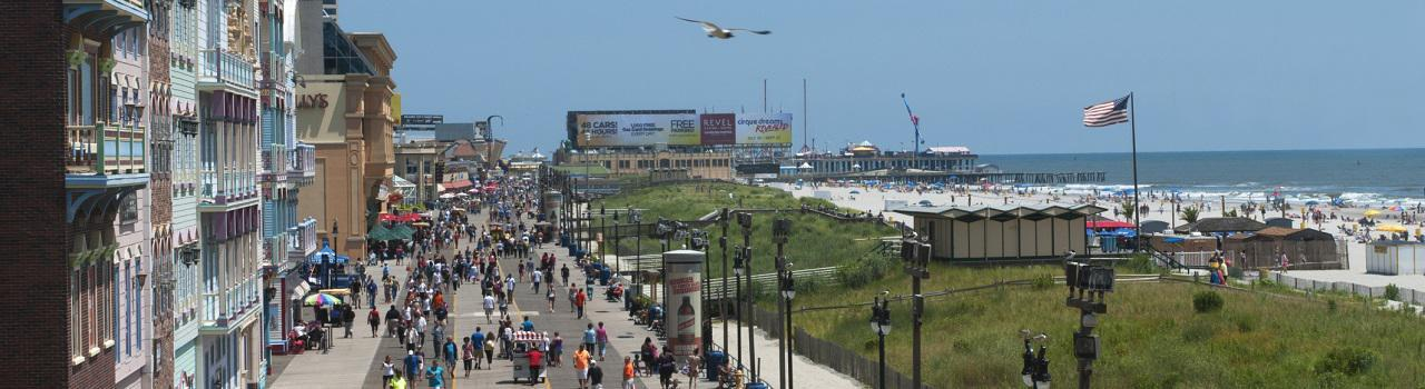 Atlantic City street next to the beach, separated by a berm of hilly grass