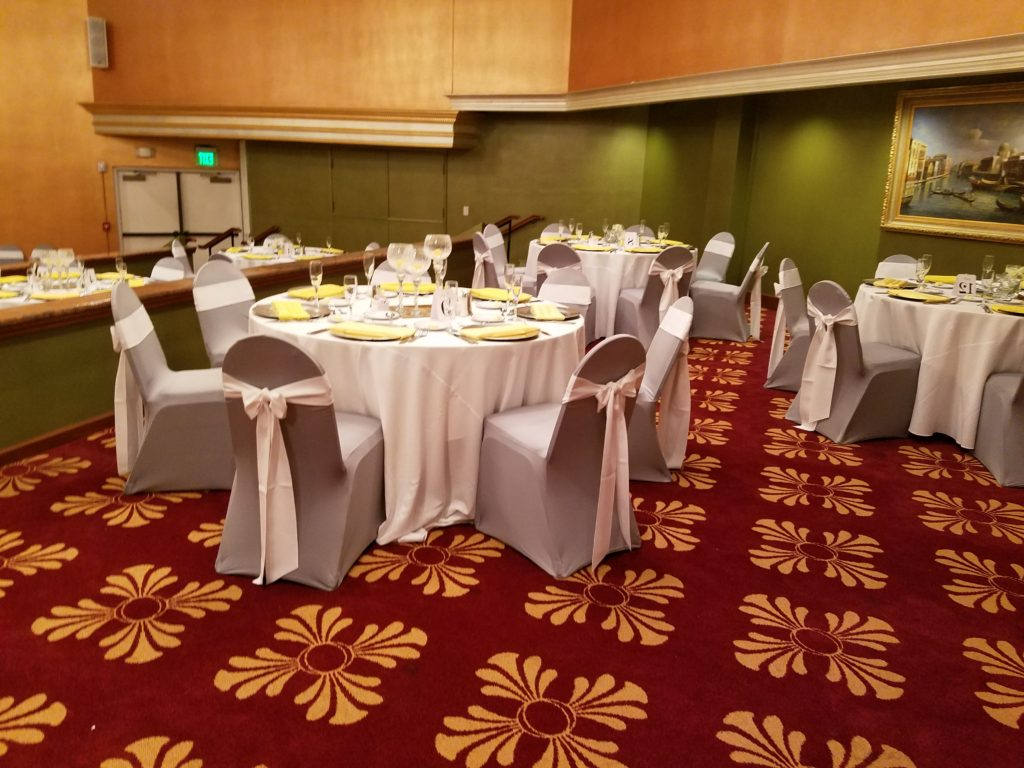 Ivory Tablecloths with Yellow Napkins and White Sashes