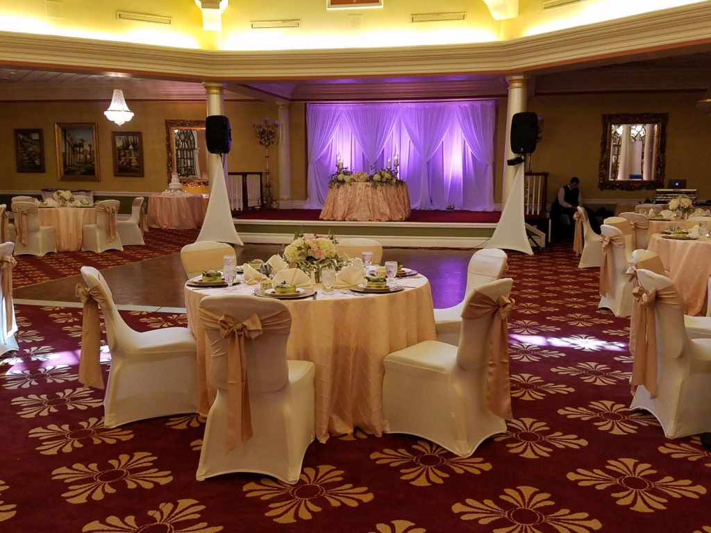 Champange Pintuck w/ Champagne Satin Sashes, White Spandex Chair Covers an Gold Chargers