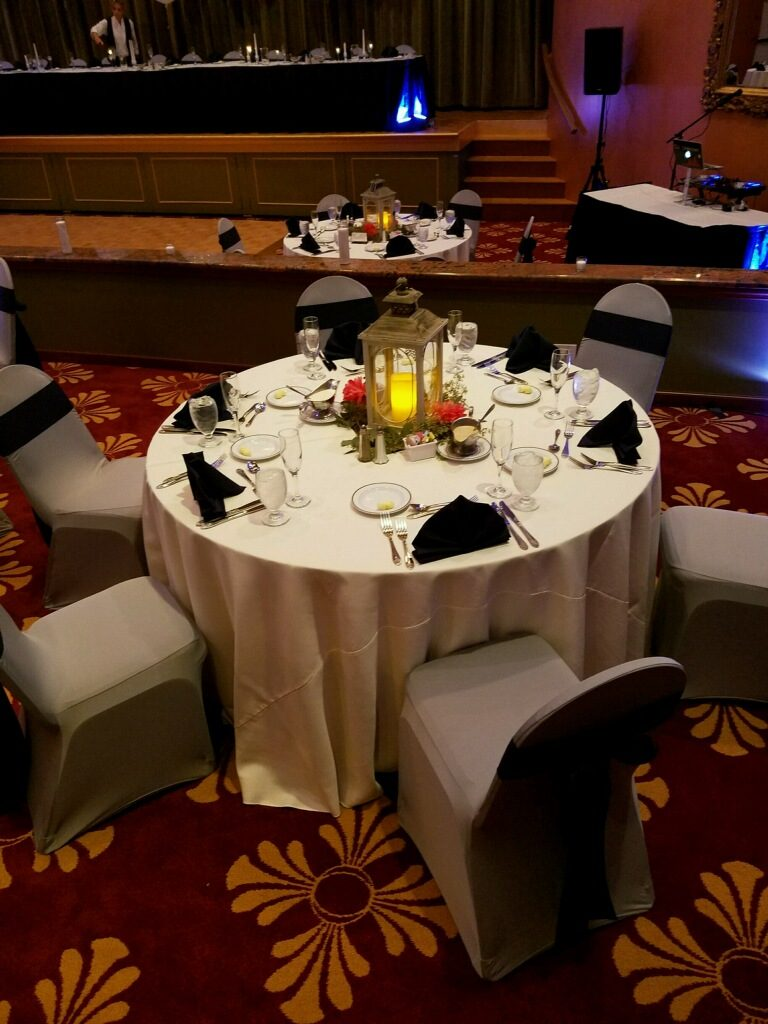 Ivory Tablecloths with Navy Blue Sashes and Napkins