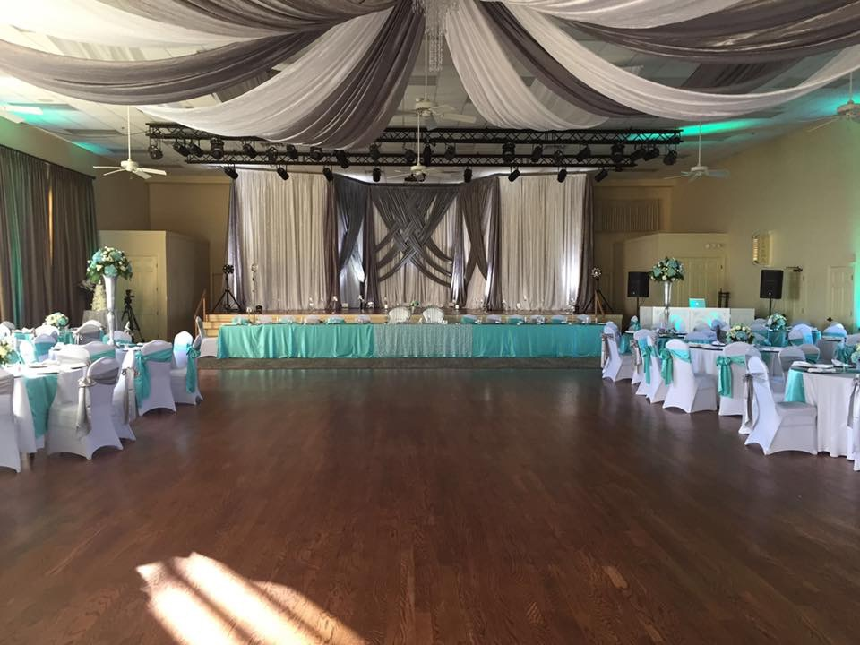 Aqua and Silver Majestic Tablecloths and Sashes