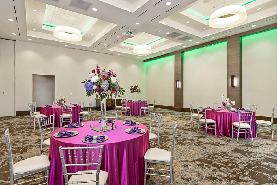 Fuchsia Majestic Tablecloths w/ Purple Majestic Napkins