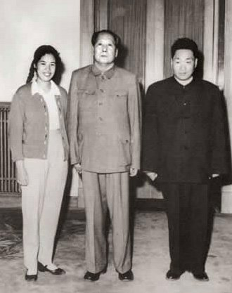 毛泽东和儿媳邵华十指紧扣乱伦,毛岸青称自己不姓毛