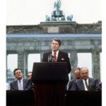 雷根订立的对苏政策以终结冷战为目标