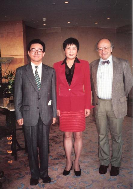 陈惠敏是毛泽东情人,经常裸体陪毛泽东读书;透露毛的怪癖,爱光屁股放响屁