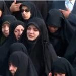 伊朗女人在哭泣要求美国斩首伊朗独裁者