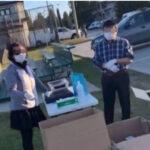 加拿大一户华人家庭竟然在麦克林公园旁摆起路摊,高价倒卖口罩