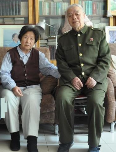 毛泽东女儿李讷和丈夫王景清