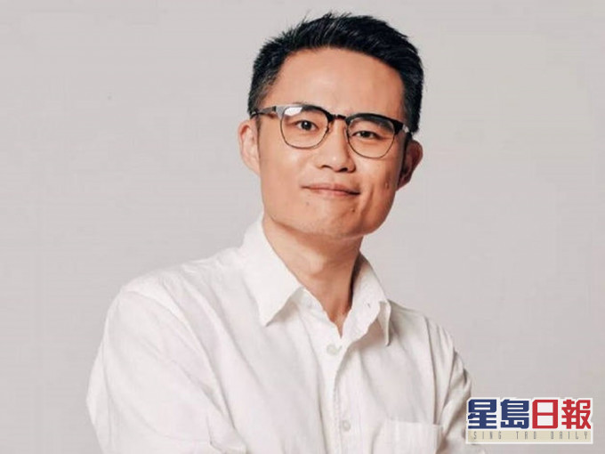"""自称""""女权主义者""""的中国武汉大学哲学学院副教授周玄毅,被踢爆私生活混乱,与多名女性保持""""开放式性关係""""。"""