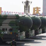 2019年10月1日,可携带核弹头核武器的中共东风-41(DF-41)洲际弹道导弹出现在北京天安门广场的阅兵式上。 (GREG BAKER/AFP via Getty Images)