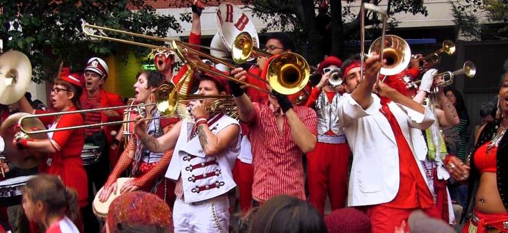 Extraordinary Rendition Band will play street music along Main St and perform in front of the Warren Town Hall. Time: 6:30 pm.