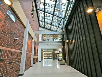 UNR_mands-audit-corridor-zinc-wall-panels-column-caps