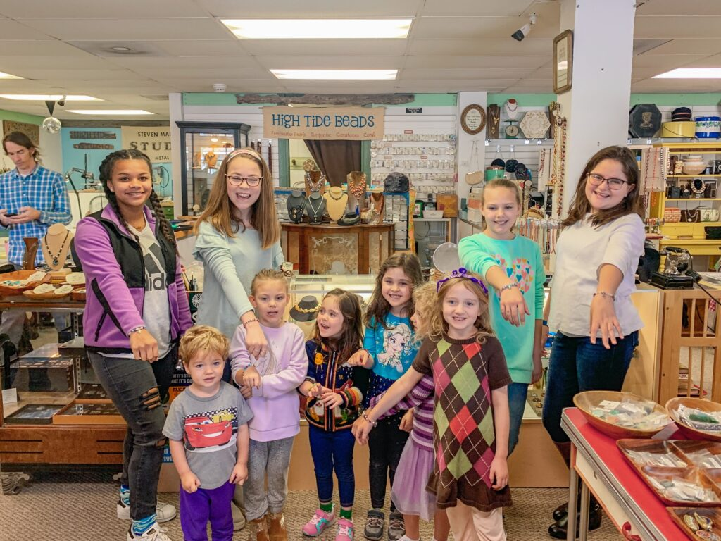 Lowcountry Field Trips enjoyed a class with High Tide Beads.