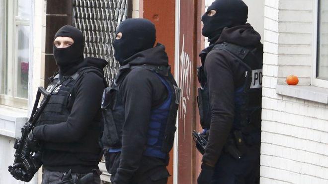 Paris attacks suspect's 'bomb factory' found in Brussels