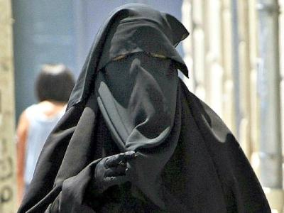 Woman-wearing-burqua-AP-Photo-640x480