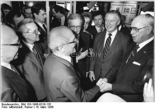 E:\Manifesto 2\Erich Honecker with Dow Chemical CEO Robert Lundeen 1986.jpg