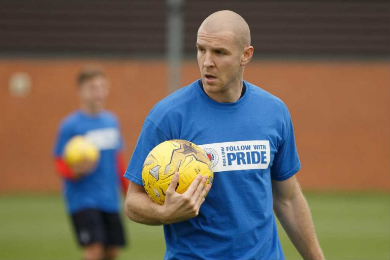 Can Senderos Make A Difference In The Old Firm?