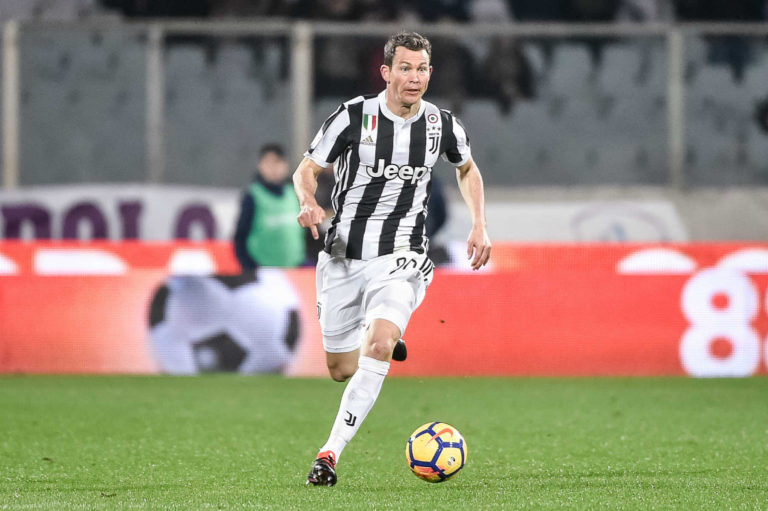 Why Hector Bellerín Should Be Worried Following Stephan Lichtsteiner's Arrival