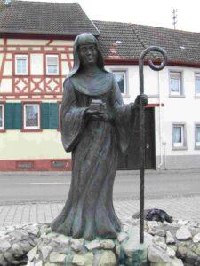 This image has an empty alt attribute; its file name is Schornsheim-Lioba-225x300.jpg
