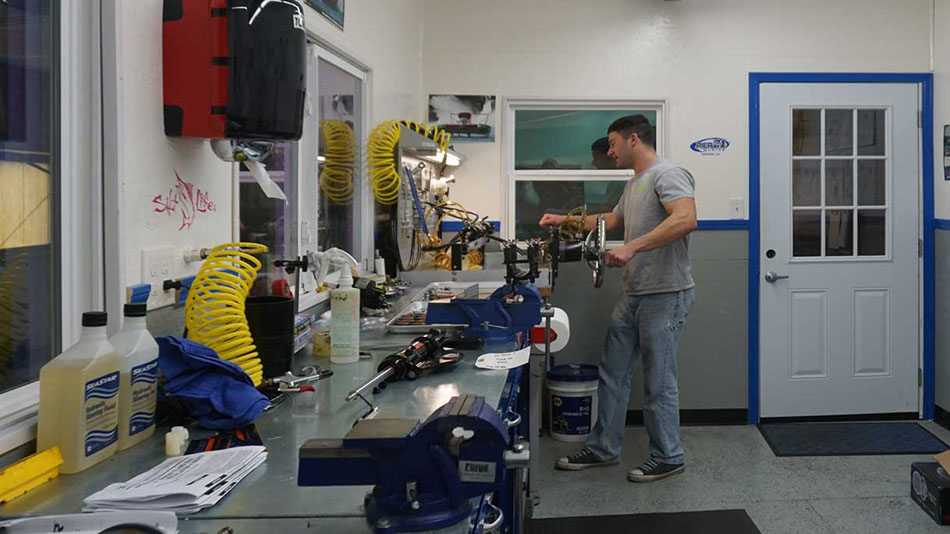 Hydraulic Steering Shop | Pier 21 Marine for your marine service and repairs