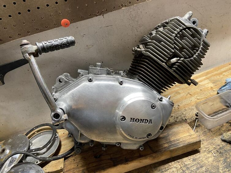 Polishing Honda CA95 engine