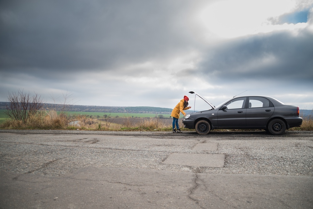 What to do if Your Car Breaks Down in the Middle of the Road
