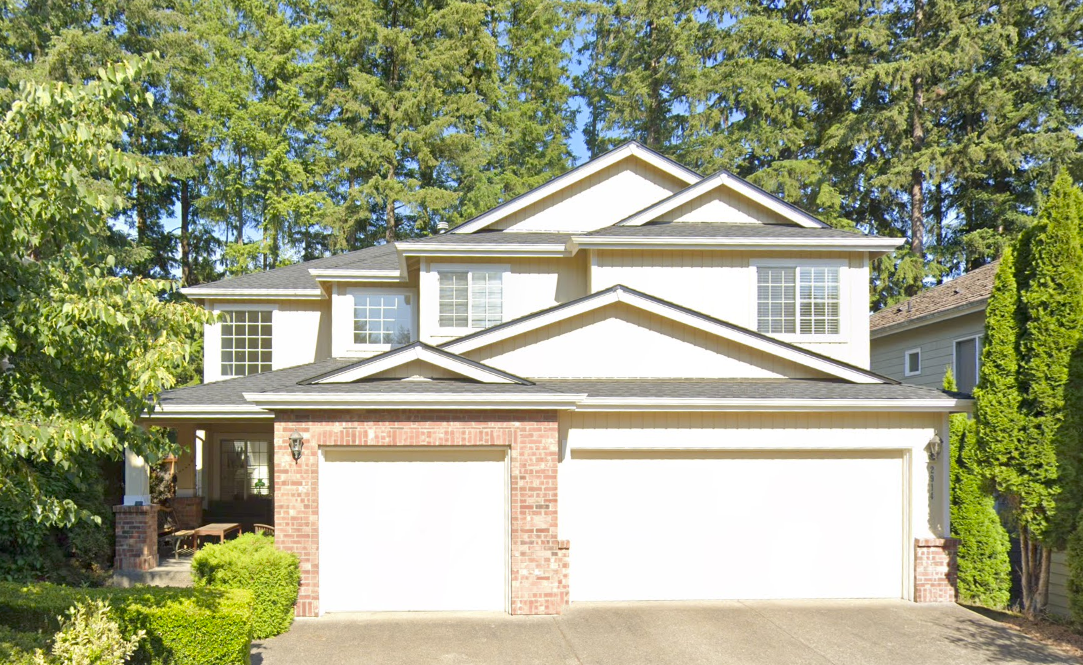 Sammamish House with GAF Timberline UHD Shingles in Charcoal