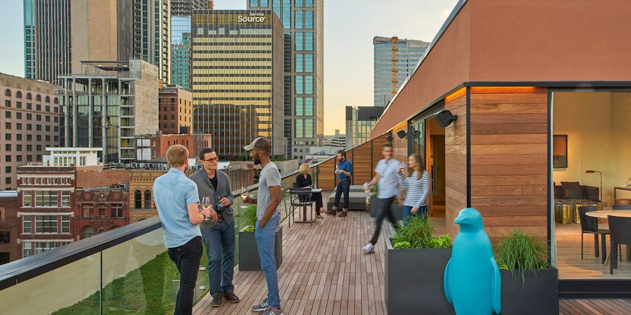 21c Hotel Nashville, TN guests enjoying the outdoor rooftop lounge