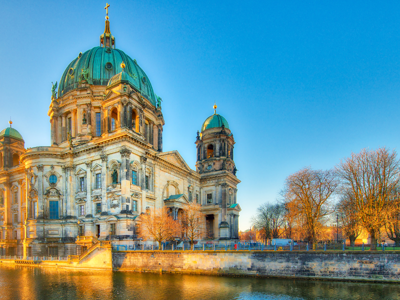Photo of the Berlin Cathedral from the river spree in the early morning.
