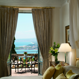 Detail of a Junior Suite Executive with Sea view and terrace at Belmond Grand Hotel Timeo.