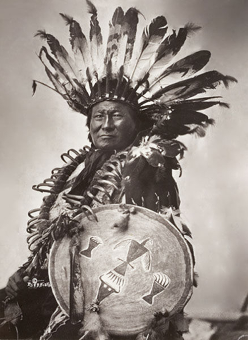 rain-in-the-face-wearing-a-bear-claw-necklace-lakota-chief