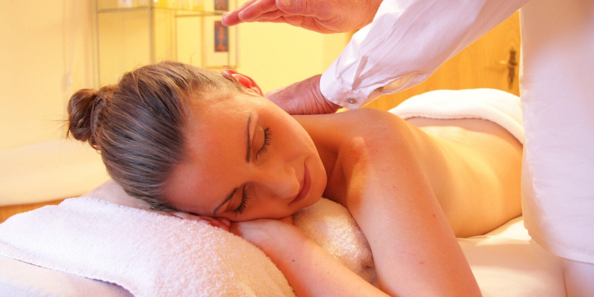 woman-relaxing-relax-spa-56884