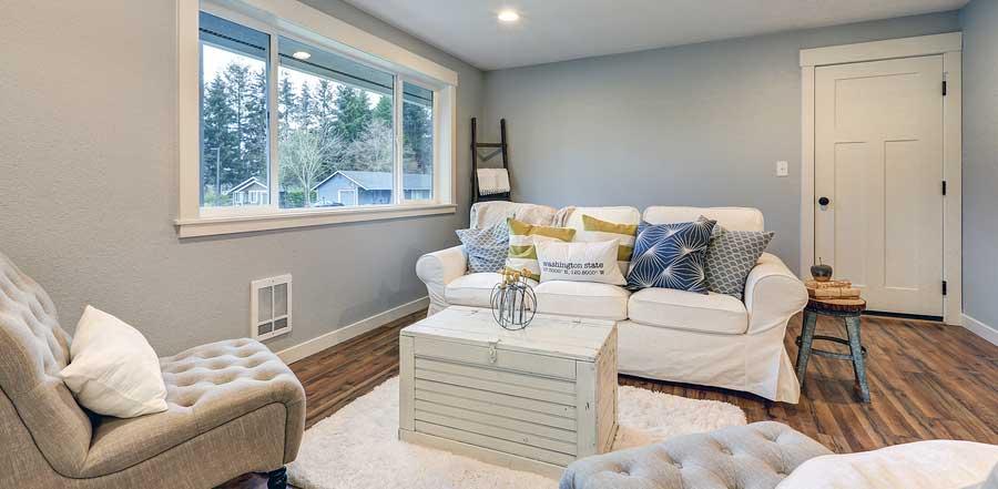 Slipcovered furniture in livingroom