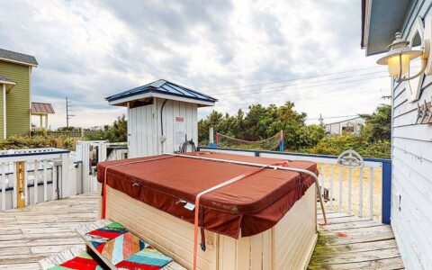 6-Person Hot Tub overlooking pool with adjacent Tiki bar