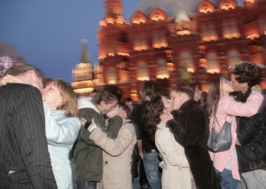 """Couples kiss during """"kissing flash mob"""" near the Kremlin in Moscow."""