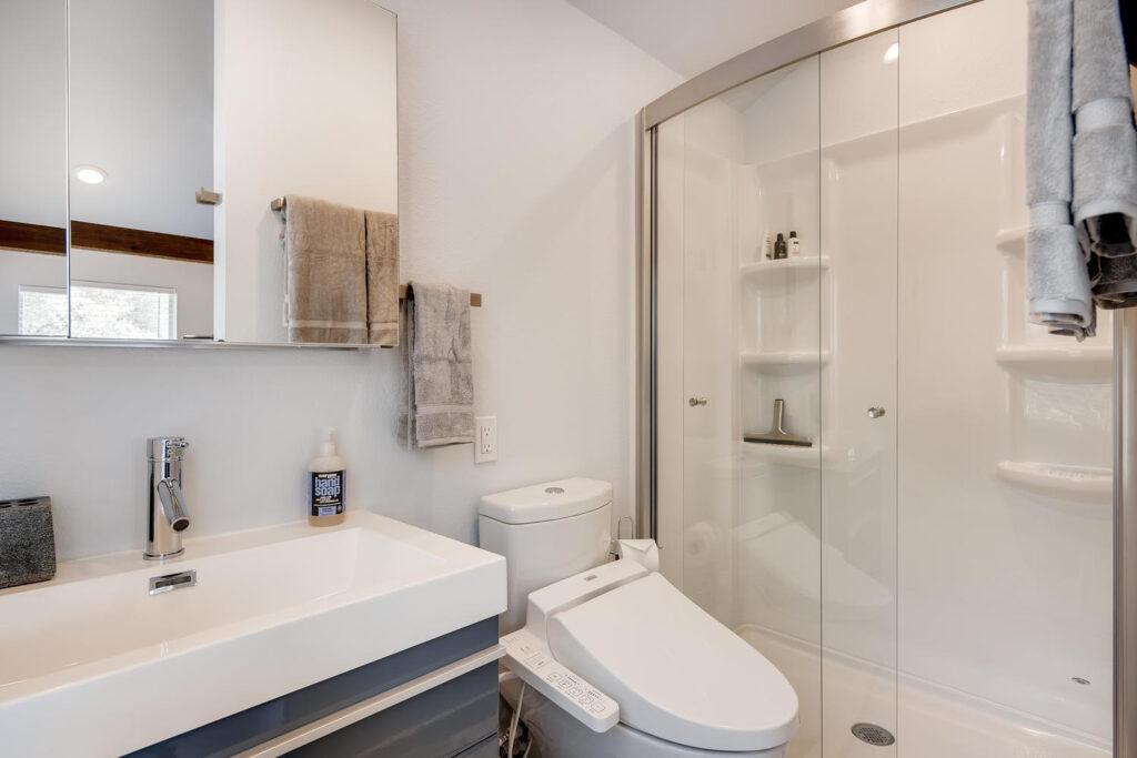 9200 McMeans Trail Austin TX-large-005-004-Bathroom-1500x1000-72dpi