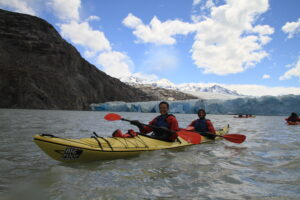 Here is our chance to kayak to the blue icebergs of Glaciar Grey.