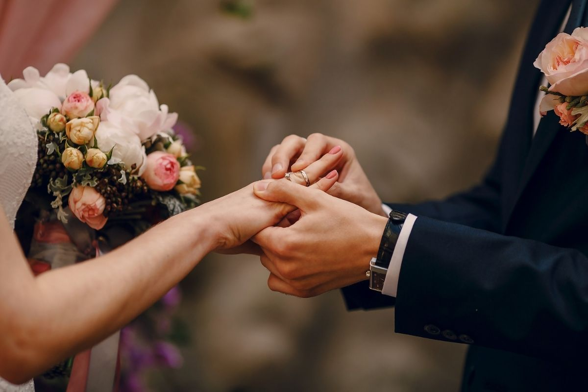 How to Change Your Name After Marriage in Virginia