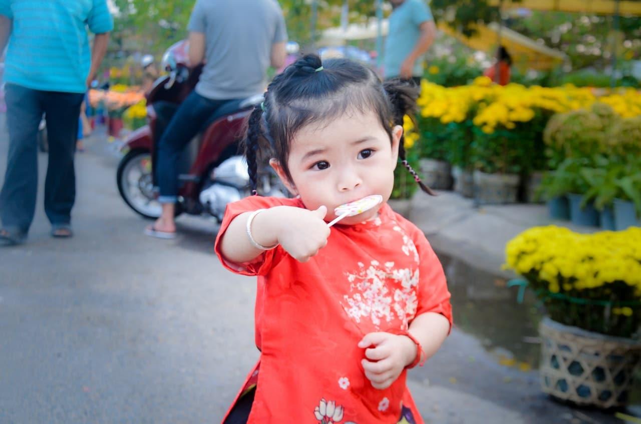 small girl eating lollipop