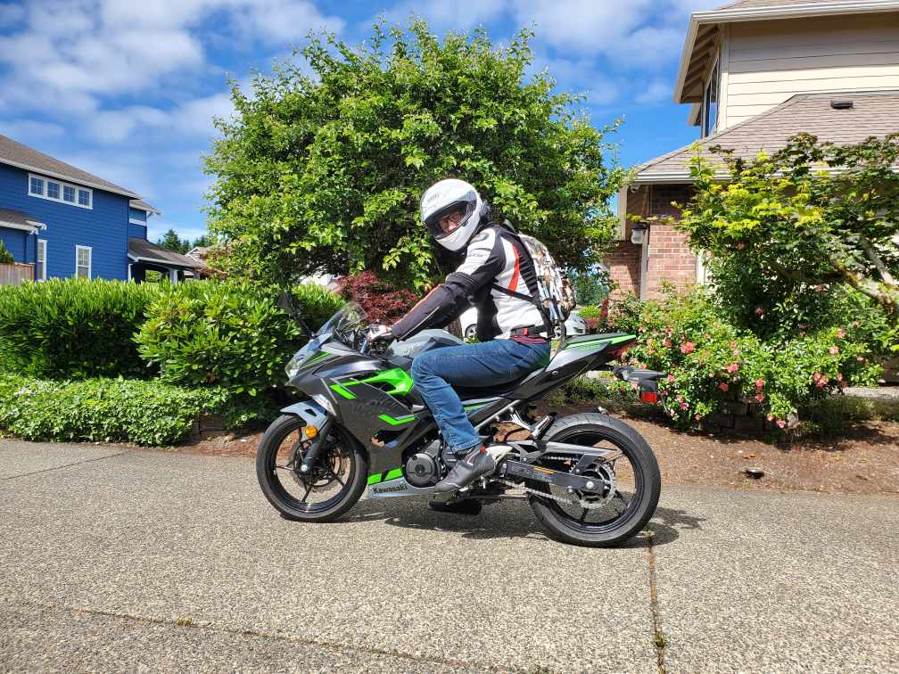 Ninja 400 ABS riding posture