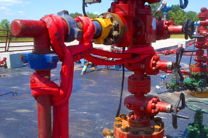 1502 piping restraint, red iron slings, temporary piping restraints, frac piping restraints, flowback, fracing, kevlar pipe restraint