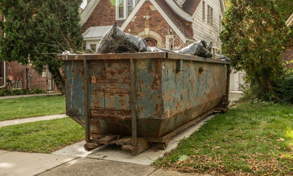 How to Properly and Safely Fill a Dumpster