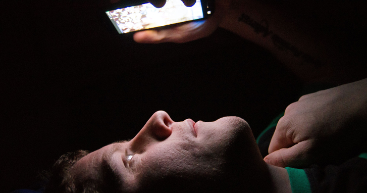 Smartphones Cause Blindness How To Save Your Eyes