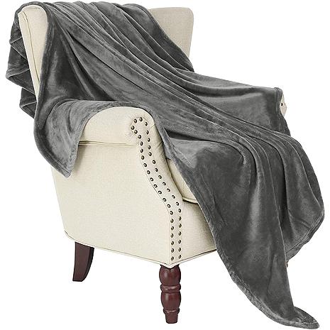 Best Travel Gear for Every Trip: Fleece Travel Blanket