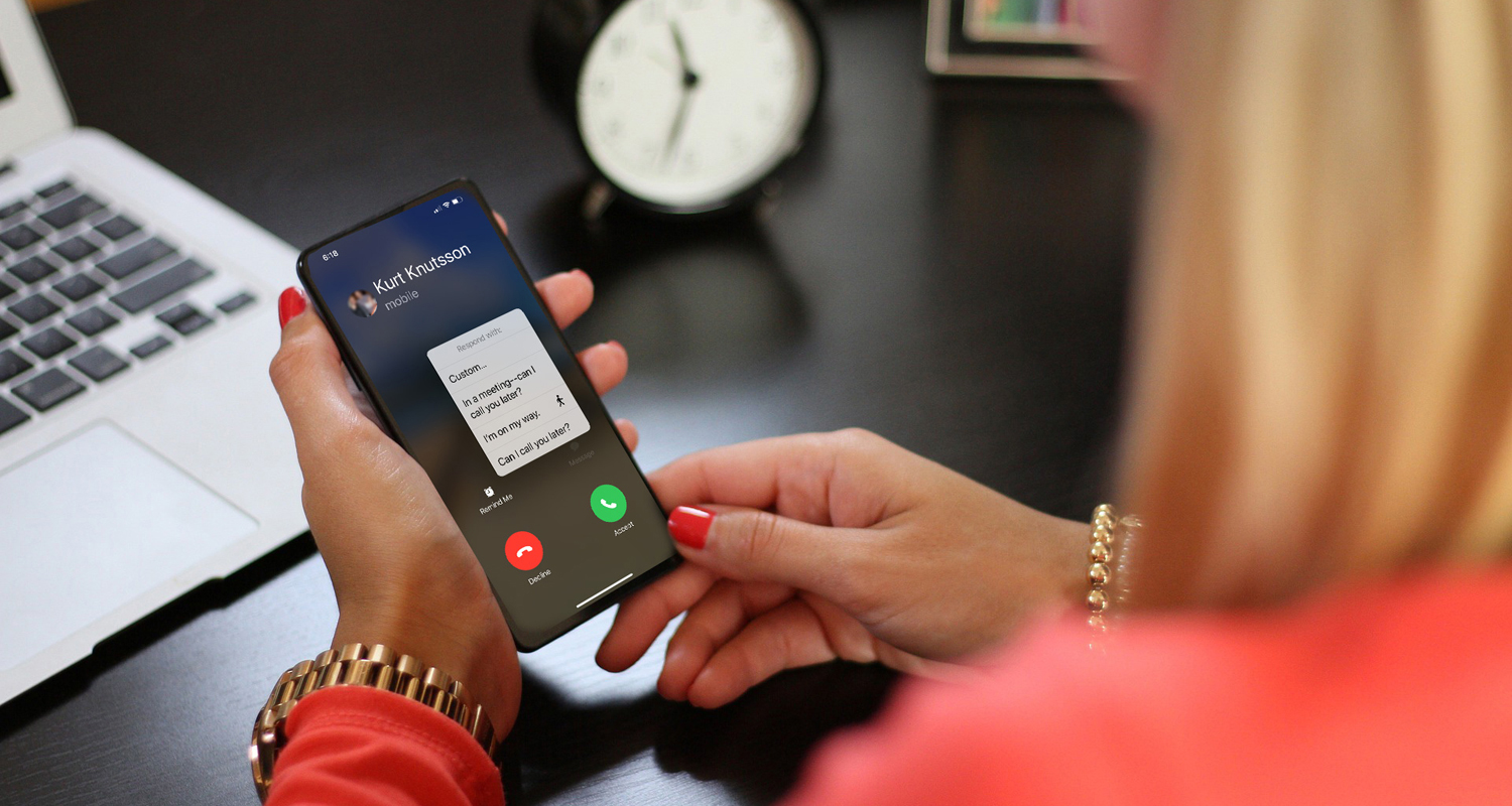 Quickly respond to a call with a pre-created message